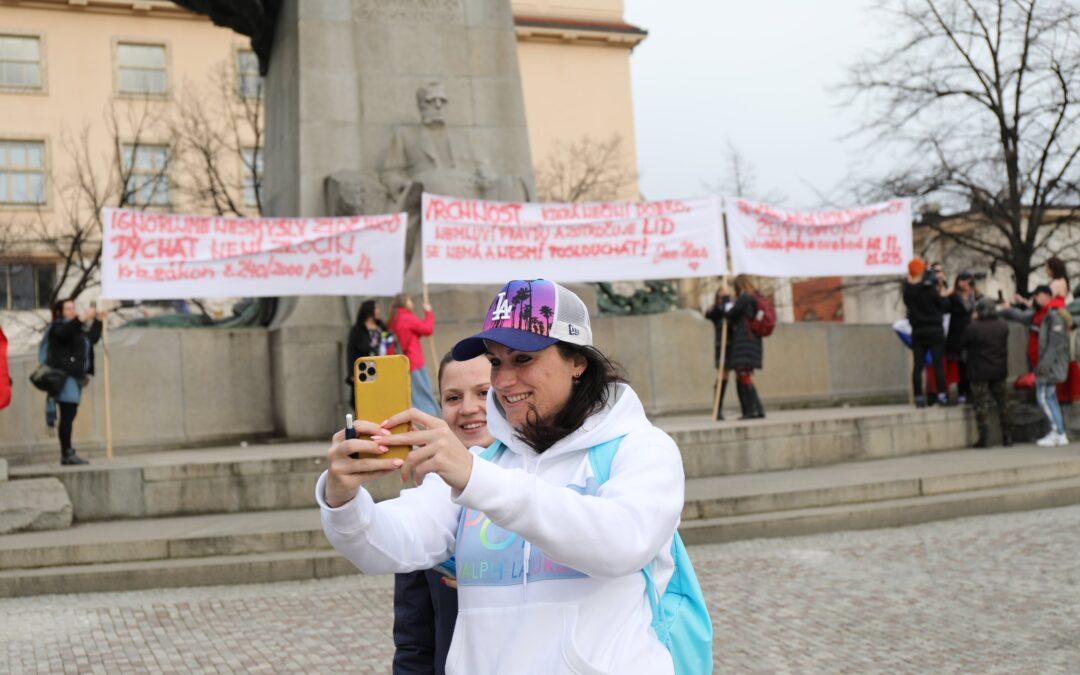 Protest žen: Zastavme oklešťování našich práv asvobod